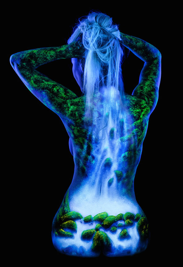 body-paint-art-black-light-2